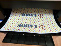 In dieser Anleitung erfährst du, wie du deine Stoffe einfach mit dem Tintenstrahldrucker bedrucken kannst.