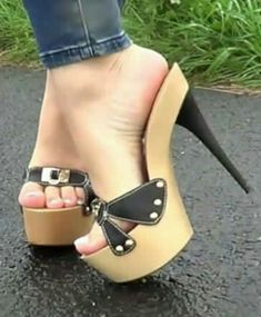 "Soooooo cute if only I cpuld walk in them!!!  Grown girl ""flip flops"""