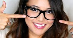Makeup tricks for girls who wear glasses Makeup Tips, Beauty Makeup, Eye Makeup, Eye Shadow Application, Lunette Style, How To Apply Concealer, Types Of Makeup, Black Shadow, Translucent Powder