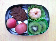 Leaf muffin and fruit snack bento in @LunchBots- by bentoriffic, plant based vegan lunches