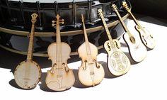 Lensemble comprend : mandoline, Martin guitare, dobro, banjo, contrebasse et violon.    Vous serez enchanté par ces aimants de