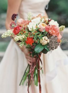 Autumn bridal bouquet | Bryce Covey Photography and Bluebird Productions | see more on:  http://burnettsboards.com/2014/09/indian-summer-heat-wave-wedding/