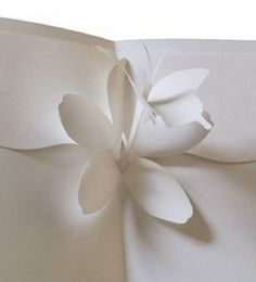 DIY - Kiragami Card from www. which has a bunch of DIY pop-up cards and origami videos. Flower Cards, Paper Flowers, Diagrammes Origami, Diy Paper, Paper Crafts, Foam Crafts, Paper Art, Origami And Kirigami, Origami Templates