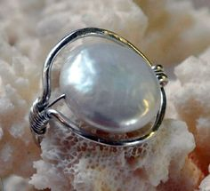 This is pretty. I love vintage jewelry!