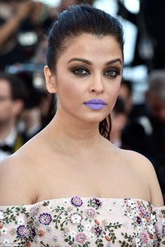 Show-stopping: The 42-year-old's purple pout stole the show as it contrasted starkly to her pretty pastel-coloured dress
