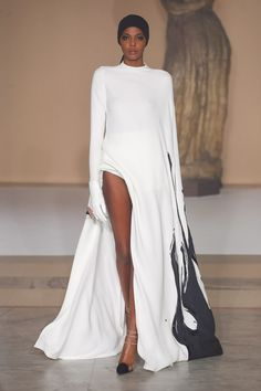 Stéphane Rolland at Couture Spring 2019 - Runway Photos Style Haute Couture, Couture Fashion, Runway Fashion, Fashion News, Fashion Show, Fashion Outfits, Fashion Design, Fashion Details, Fashion Fashion