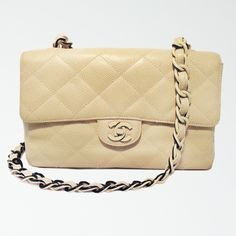 This classic Chanel single flap shoulder bag features versatile beige caviar leather trimmed with two-tone acrylic hardware.