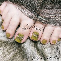 Cute Toe Nails, Cute Toes, Love Nails, Stone Nail Art, Toe Nail Designs, Pedicure Nails, Ant, Hair Beauty, Tattoos