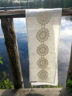 Table runner fron linnen and lace Design Sinipellavainen