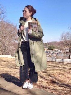 冬〜春のシフトコーデ 厚手のニットにGUのモッズコートをバサッと 強風でしたが風除けにもってこいでし