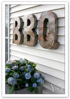 Love my Texas BBQ and Looove these old tin letters!!   brimfieldscore3