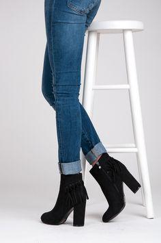 Boho topánky na stĺpiku https://www.cosmopolitus.com/boho-botki-slupku-czarny-lw232b-s3132p-p-125029.html?language=sk&pID=125029 #podpatok #topanky #modne #strapce #post #najlepsie #lacne #Boho
