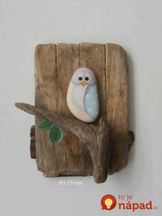 Driftwood and a painted stone – how easy is that? owl wall plaque for garden or home Art Drops. Driftwood and a painted stone – how easy is that? owl wall plaque for garden or home Stone Crafts, Rock Crafts, Diy And Crafts, Crafts For Kids, Arts And Crafts, Homemade Crafts, Creative Crafts, Creative Art, Pebble Painting