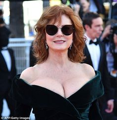 Susan Sarandon Photos Photos: 'Ismael's Ghosts (Les Fantomes d'Ismael)' and Opening Gala Red Carpet Arrivals - The Annual Cannes Film Festival Susan Sarandon Hot, Us Actress, Brunette Models, Hollywood Icons, Cannes Film Festival, Festival 2017, Festival Fashion, Jessica Chastain, Elle Fanning