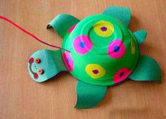 We found this great paper bowl turtle craft online and just had to share it!