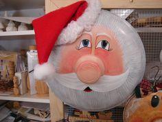 Santa on a recycled big pot lid