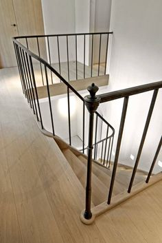 Home Decoration With Curtains Code: 6126668015 Wrought Iron Stairs, Iron Stair Railing, Staircase Railings, Modern Staircase, Stairways, Entry Stairs, House Stairs, Victorian Terrace Hallway, Brick Archway
