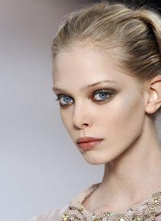 Valentino runway make-up (Tanya Dziahileva).