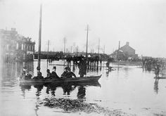 (Flood on Wellington Street, Montreal 1885. (BAC, Mikan 3641637, Credit: Library and Archives Canada / C-001169, Copyright: Expired )