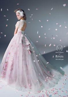 まるでお花畑の中!新発表された蜷川実花のウエディングドレス12着を全公開♡にて紹介している画像