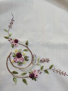 new brazilian embroidery design Hand Embroidery Videos, Hand Embroidery Flowers, Embroidery Works, Flower Embroidery Designs, Simple Embroidery, Hand Embroidery Stitches, Silk Ribbon Embroidery, Crewel Embroidery, Machine Embroidery Designs