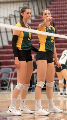WVB: MacEwan University Griffins vs University of Alberta … | Flickr Female Volleyball Players, Women Volleyball, Beach Volleyball, Sport Chic, Sport Girl, Poland Girls, Disney World Outfits, Beautiful Athletes, Athletic Models