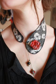 necklace black and white fabric collar red flower Fabric Bracelets, Fabric Necklace, Jewelry Crafts, Jewelry Art, Jewelry Design, Textile Jewelry, Fabric Jewelry, Handmade Necklaces, Handcrafted Jewelry