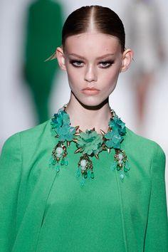 Maxi collar de flores de Gucci