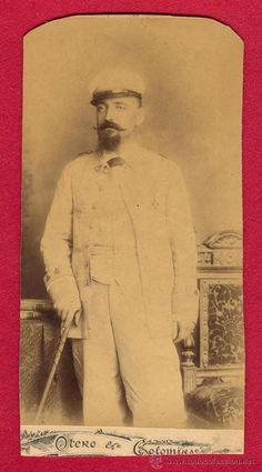 RETRATO, FOTOGRAFIA, OFICIAL ESPAÑOL CON UNIFORME DE RAYADILLO, CONDECORADO, GUERRA DE CUBA, 1895. - Foto 1