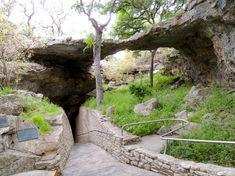 Natural Bridge Caverns   ThreeLightsGreen.com