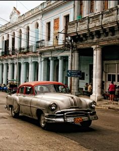 Cuba is magical, and the people there are incredidible. For one thing they are one of the most highly educated people in all of Latin America. All citizens receive education, complete health care and food at no cost. Cuba Today, Cuba Cars, Viva Cuba, Great Places To Travel, Cool Car Pictures, Old American Cars, Havana Cuba, Quebec City, Caribbean Sea