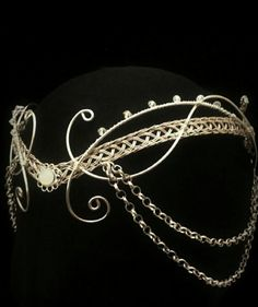 "A noble decorated circlet. Previous pinner says ""medieval moonstone Hobbit Arwen headdress silver elven tiara circlet with Swarovski elements"" Head Jewelry, Wire Jewelry, Jewellery, Bridal Jewelry, Bridal Bracelet, Bling Bling, Collar Hippie, Ideas Joyería, Jewelry Accessories"