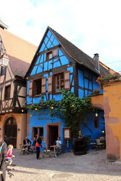 Riquewihr.Alsacia.Francia. Alsace, Travel Around The World, Around The Worlds, German Houses, Fairy Houses, Play Houses, Character Home, Beaux Villages, Interesting Buildings