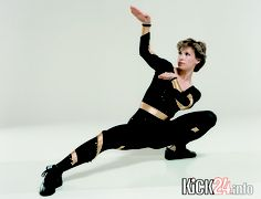Cynthia Rothrock doing kung fu forms Tang Soo Do, Female Martial Artists, Martial Arts Women, Taekwondo, Kung Fu, Cynthia Rothrock Movies, Karate, Marshal Arts, Fighting Poses