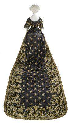 Robe de cour de Marie II du Portugal, vers 1845  Satin, broderie de laine   © 2010 Museum Associates/LACMA