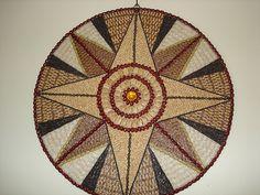 Resultado de imagem para quadros de decoração feitos de pedrinhas e sementes