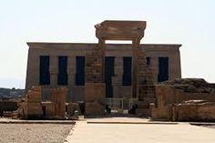 La fachada del templo de Hator, el templo de Dendera muy bien conservado,  la diosa de Belleza, musica y amor una de las visitas interesantes de Egipto tour a Dendera y visita del templo de Hator en Dendera #tour_Dendera #visita_del_templo_de_Dendera #tours_desde_Luxor http://www.maestroegypttours.com/sp/Excursi%C3%B3nes-en-Egipto/Luxor-Excursiones/Tour-a-los-templos-de-Abydos-y-Dendera-desde-Luxor