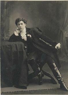 "Minnie Tittell Brune [as the Duke of Reichstadt in Edmond Rostand's play ""L'Aiglon""] / The Talma Studios, 374 George Street, Sydney [1904-19..."