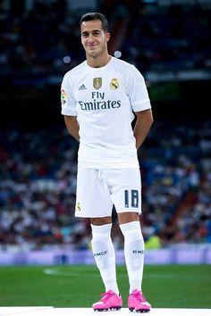 Lucas Vazquez First Football, Football Love, Best Football Team, Lucas Vazquez, Equipe Real Madrid, Real Madrid Soccer, Soccer Stuff, Soccer Training, Sport Man
