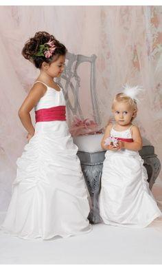 sku:0740071; Silhouette:Princess; Hemline:Floor-length; Fabric:Chiffon; Back Details:Zipper; Neckline:Scoop; Waist:Natural; Colour:White; Sleeve Length:Sleeveless;