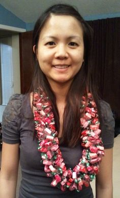 Candy Lei, way prettier than the simple version! May have to try making one soon :D The instructions are connected to the link. Money Lei, Money Origami, Homemade Gifts, Diy Gifts, Starburst Candy, Candy Crafts, Candy Bouquet, Graduation Gifts, Diy Candy Leis Graduation