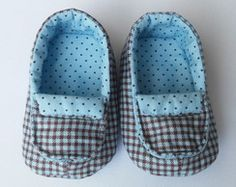 Ideas knitting patterns children boys baby booties for 2019 Baby Shoes Tutorial, Baby Doll Shoes, Doll Shoe Patterns, Diy Bebe, Felt Shoes, Crochet Baby Shoes, Baby Feet, Baby Sweaters, Baby Booties
