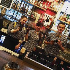 """Das Pauls in Linz kommt auf den Geschmack. Ab sofort sind unsere Sorten """"Ginger Greentea"""" und """" Macchiato Stout im Craftbeer-Sortiment aufgenommen.  Am besten ihr schnabuliert das """"Tasting Menu""""! Wir empfehlen das Ginger Greentea zum Tuna Tataki und der Schuko-Crumble freut sich eine Liaison mit dem Macchiato Stout einzugehen. Lasst es passieren! ;) #boustaa  #paulslinz  www.pauls-linz.at www.boustaa.com Ab Sofort, Brewing, Times Square, Instagram Posts, Linz"""