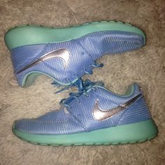 Tiffany Blue nike roshe with Box Ran in them twice only. No holes or rips anywhere. I am always buying sneakers so I need to make more room! Tiffany Blue sole and sky blue shoe and a silver reflective Nike check! Kids 4 (23 Cm) so it is a women's 6. Fits true to size   NO NEGATIVE COMMENTS ❌ I DO NOT TRADE  I ship next day  10% of bundles of 2 items or more  Price firm Nike Shoes Athletic Shoes