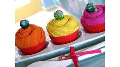 Easy Hostess Gift: Kitchen Towel Cupcakes
