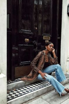 The 7 Style Mistakes French Women Never Make Cute Outfits With Jeans, Outfit Jeans, Cute Jeans, Jean Outfits, Mom Jeans, London Models, Estilo Jeans, Only Fashion, Ladies Dress Design