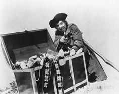 Treasure Island - Robert Newton as Long John Silver Pirate Day, Pirate Life, William Kidd, Robert Newton, Pirate Names, Famous Pirates, Newton Photo, Long John Silver, Disney Treasures