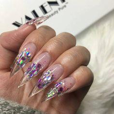 Uñas de acrilico transparente con piedras brillantes