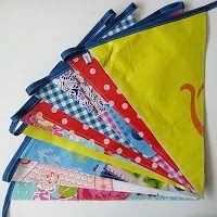 By MiekK Blogt: Recycle-Het-Zelf: Vlaggenslinger van Tassen & Tafelkleden