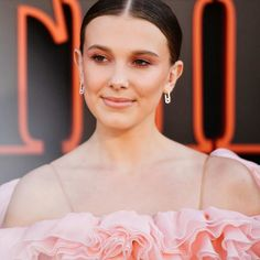 Millie Bobby Brown Rings in the New Year With Throwback Cover of Adele's 'Someone Like You': Watch - Dolcify Celeb Highlights Millie Bobby Brown, Bobbie Brown, Best Movies On Amazon, Good Movies, Enola Holmes, Adele Someone Like You, Holmes Movie, Bobby Brown Stranger Things, Brown Rings